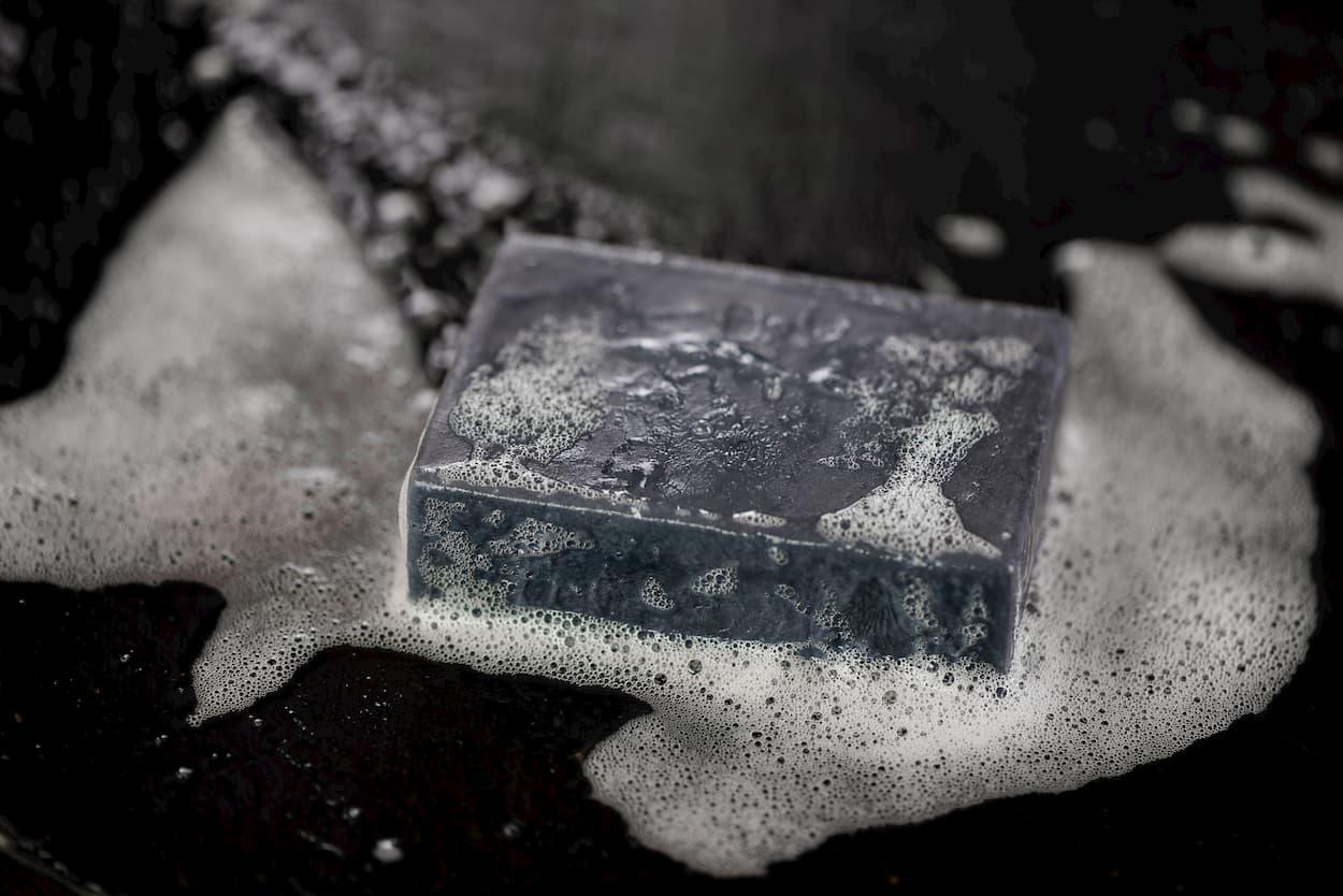 ménage au savon noir